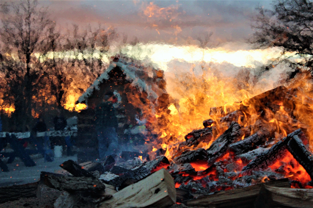 The Riverhead Business Improvement District's Holiday Bonfire Saturday evening. (Credit: Elizabeth Wagner)