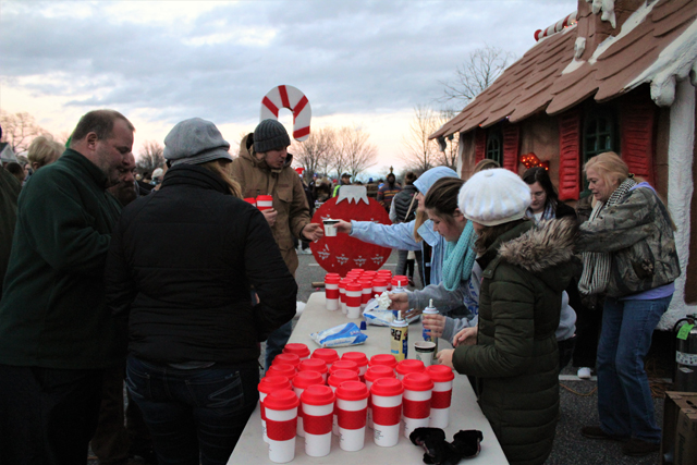 Local girl scouts distributing hot cocoa compliments of Riverhead BID. (Credit: Elizabeth Wagner)
