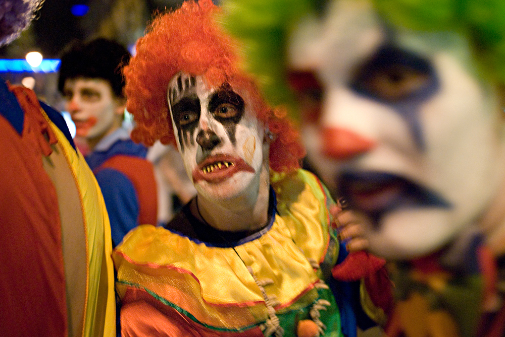 Florida teen says she was chased by clown at school bus stop