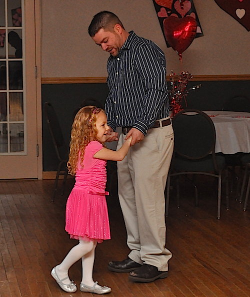 CYNDI MURRAY PHOTO | Robert Gabrielsen and daughter Ava, 5.