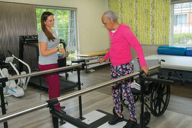 Director of rehabilitation Jennifer Harkins works with Acadia resident Geraldine Woodson. (Credit: Barbaraellen Koch)