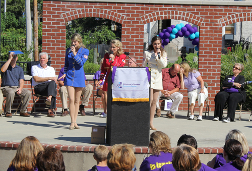 CARRIE MILLER PHOTO | NY USO Troupe performed for the crowd at the 2nd Annual Riverhead Walk for Alzheimer's & Clambake