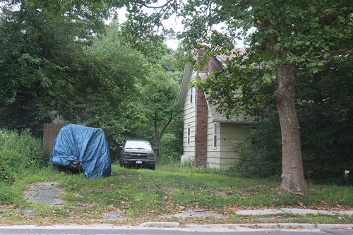 A man was found dead in his home on Roanoke Avenue last week. (Credit: Barbaraellen Koch)