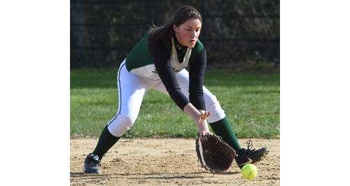 Bishop McGann-Mercy first baseman Jackie Zaweski fielding a ground ball for an out. (Credit: Robert O'Rourk)