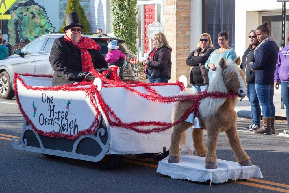 Christmas_parade_RHD_ss_10
