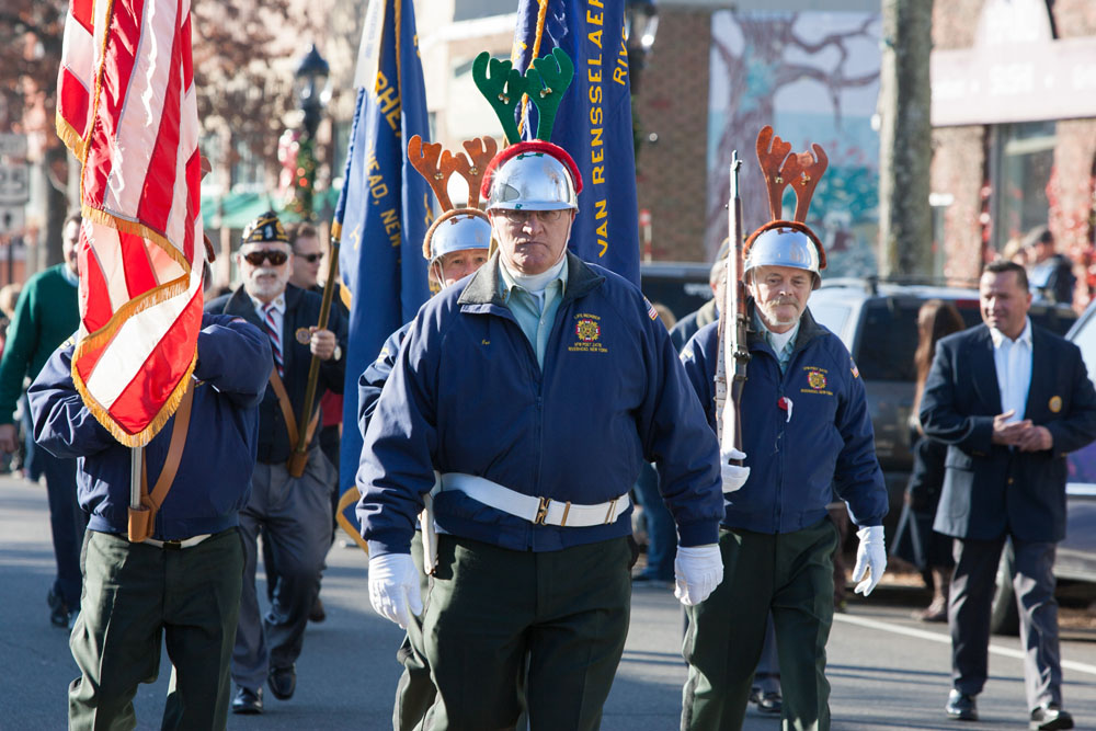 Christmas_parade_RHD_ss_19