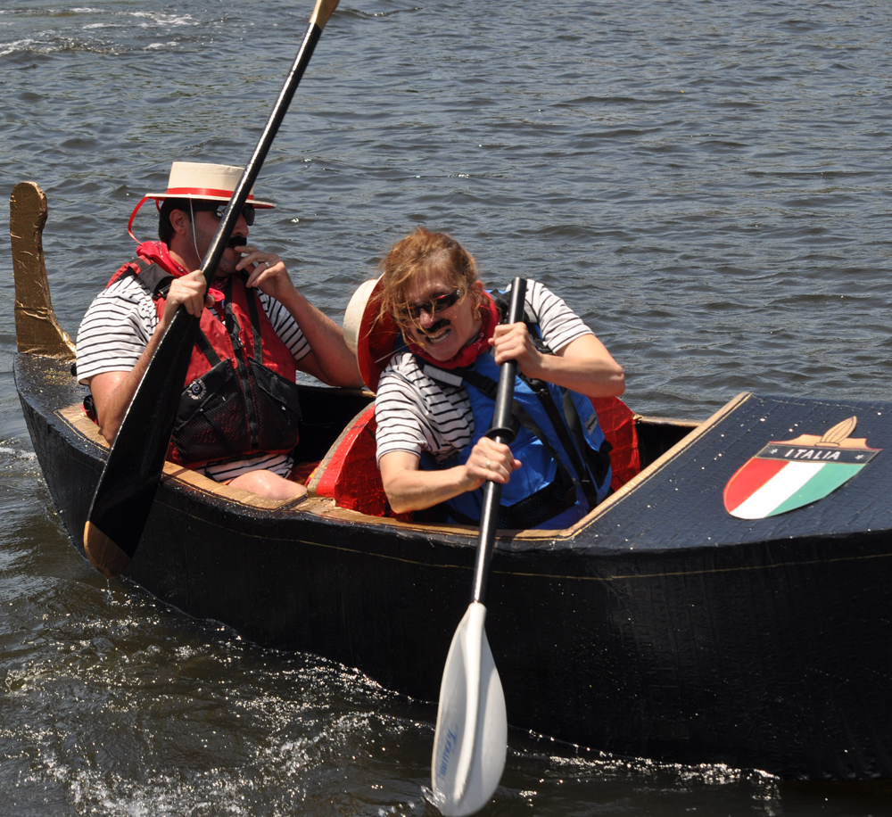 Robert Stiles Jr. and sister Barbara Aylward paddle to victory Sunday. (Credit: Grant Parpan)