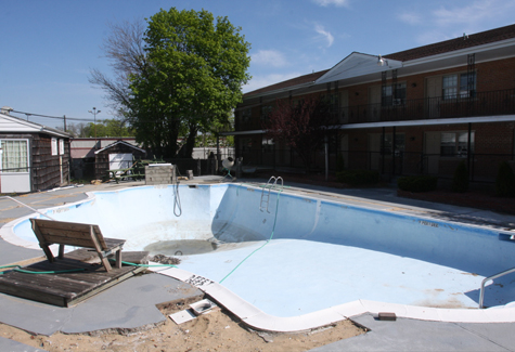 BARBARAELLEN KOCH PHOTO | The swimming pool at the Budget Host, Riverhead, Riverside. Killing.