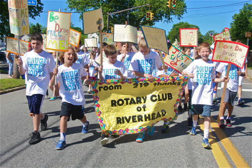 "Over 700 fifth and sixth grade Pulaski Street Elementary School students marched for several blocks carrying signs and shouting ""Say No"" slogans. (Credit: Barbaraellen Koch photo)"