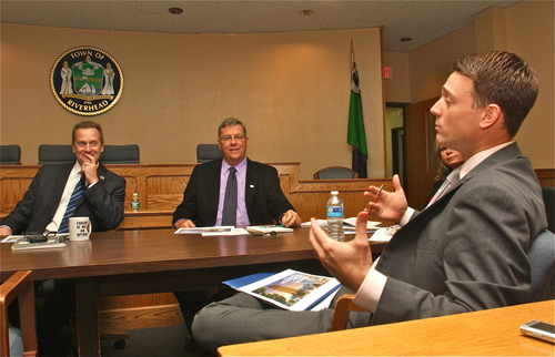 John Edgar (right) of Pataki & Cahill speaks at Thursday's town board work session. (Credit: Barbaraellen Koch)