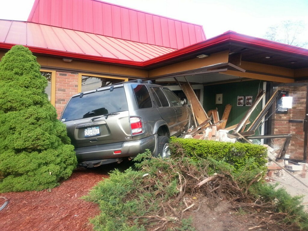 An SUV crashed into the Pizza Hut on Route 58 Friday afternoon. (Credit: Manny Velasquez)