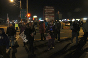 PAUL SQUIRE PHOTO | Dozens of onlookers swarmed the side of Route 58 to welcome Sgt. Ligon home.