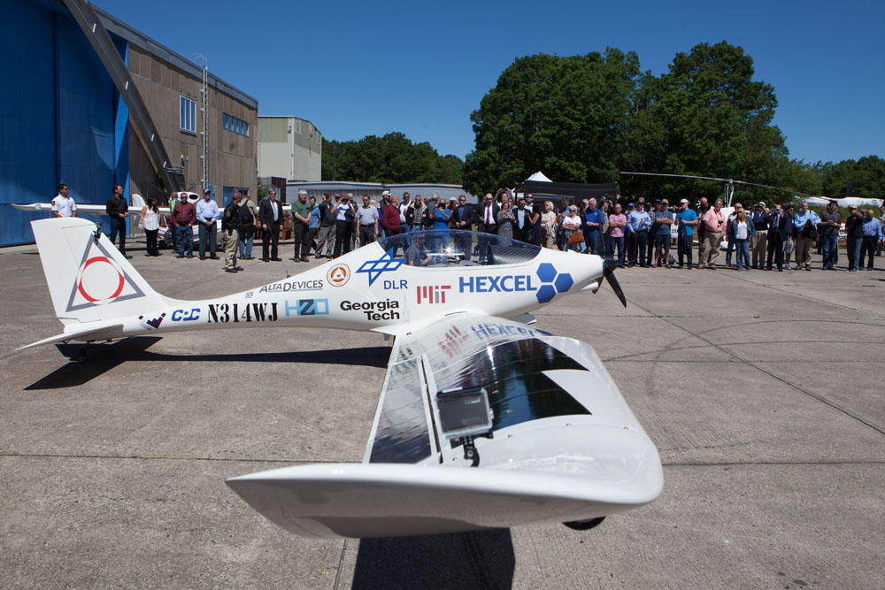 The aircraft makes its appearance to an enthusiastic crowd. (Credit: Katharine Schroeder)