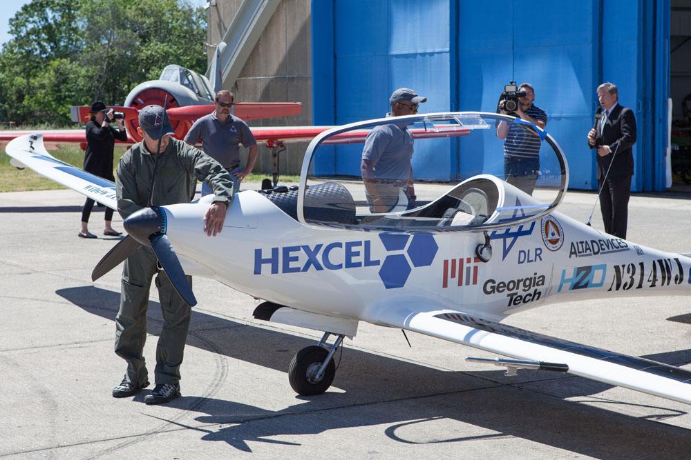 Luminati chief pilot Robert Lutz does a safety check. (Credit: Katharine Schroeder)