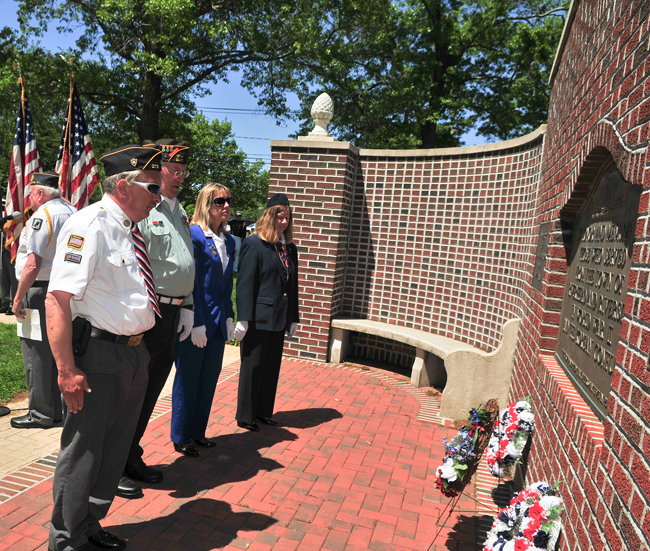 Memorial Day services set for area