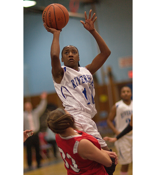 GARRET MEADE PHOTO  |  Riverhead senior Naysha Trent scored 16 points against East Islip Thursday night.