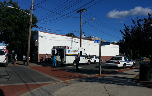 JENNIFER GUSTAVSON PHOTO  |  Police respond to the corner of Cedar Avenue and Railroad Street Saturday afternoon.
