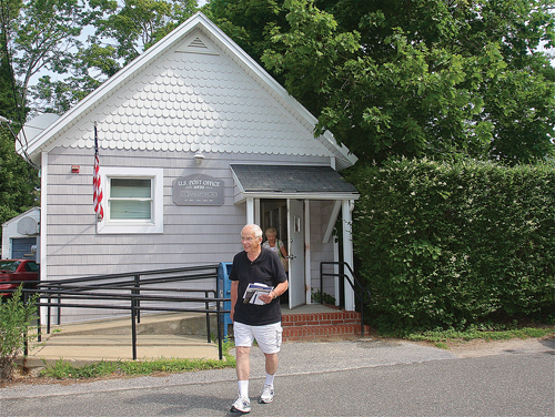 "South Jamesport resident Raymond Janis has lived on Tuts Lane for 47 years. ""Leave it just the way it is,"" he said. (Credit: Barbaraellen Koch)"