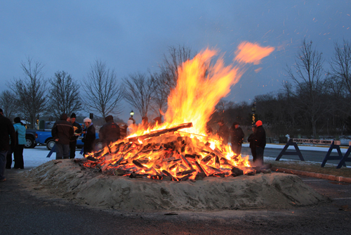JENNIFER GUSTAVSON PHOTOS | The Riverhead BID's 14th annual holiday bonfire was held Saturday.