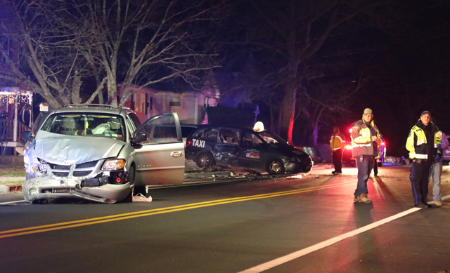 Riverhead taxi crash Roanoke Avenue