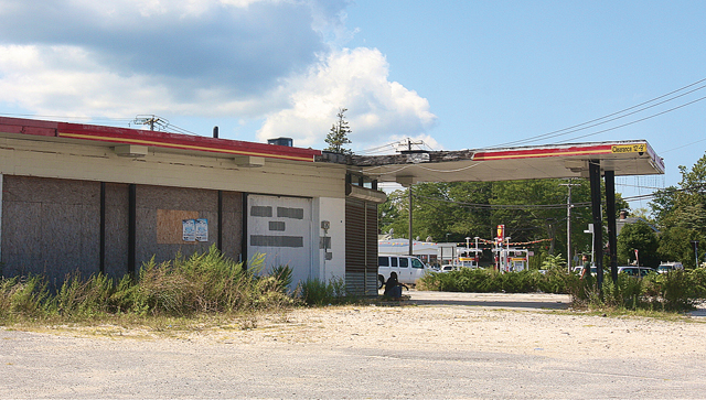 A gas station on Flanders Road just east of the Peconic Avenue traffic circle has remained vacant for several years. Town leaders are hoping that parcel, along with many others, will be redeveloped with assistance from a private developer. (Credit: Barbaraellen Koch)