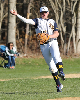 Shoreham third baseman Tyler Osik makes the throw to first. (Credit: Daniel De Mato)