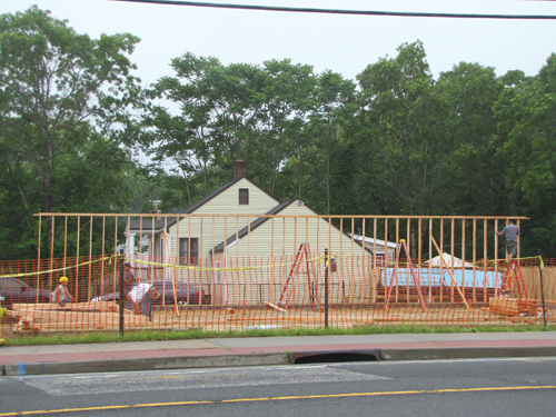 The new Flanders 7-Eleven takes shape at Flanders Road and Cypress Avenue. (Credit: Tim Gannon)