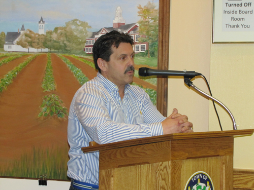 Farm Country Kitchen owner Tom Carson addressing the ZBA during its March 27 meeting. (Credit: Tim Gannon, file)