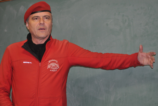 Curtis Sliwa at a meeting in Greenport last November. (Credit: Jen Nuzzo)