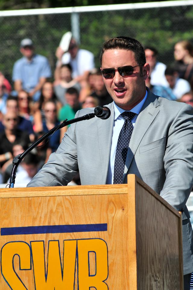 Buddy Gengler addresses the class at his alma mater. (Credit: Bill Landon)