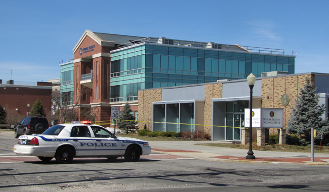 The Suffolk County National Bank in Riverhead was robbed Thursday morning. (Credit: Tim Gannon)
