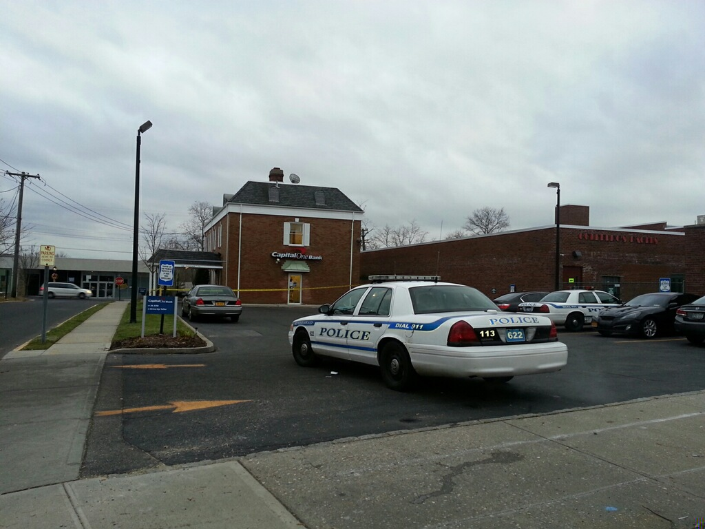 Police are searching for a bank robber downtown. (Credit: Jen Nuzzo)