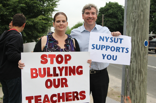 Christina Santopietro, a parent with two children in the school, with NYSUT regional staff director for Suffolk County Peter Verdon. (Credit: Jennifer Gustavson)