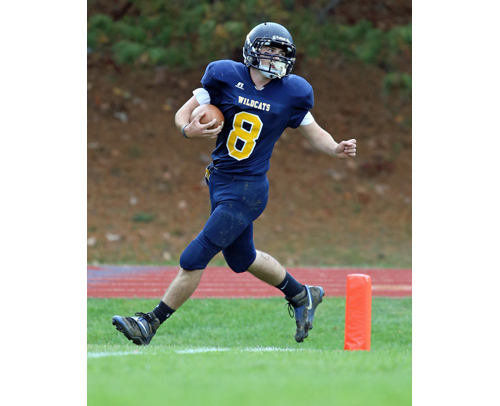 SWR running back Chris Rosati scores a touchdown in a Week 8 win over Port Jefferson. (Credit: Daniel De Mato)