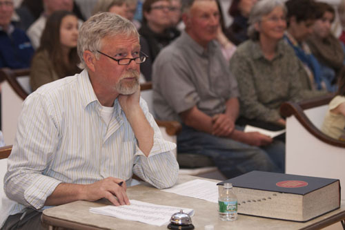 George Gaffga, a retired pastor from Mattituck, judging last year's spelling bee. (Credit: Katharine Schroeder, file)