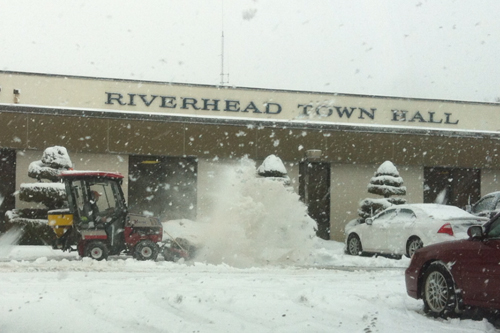 A town employee clears out the parking lot in front of Riverhead Town Hall Thursday morning. Tim Gannon photo.