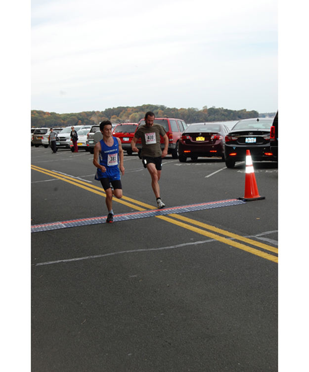 Islanders star in 5K, men end in photo finish