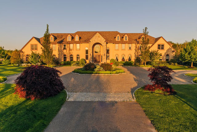 Planning Board members are expected to vote on an indoor horse riding ring that has been proposed for this Mattituck estate. (Credit: The Corcoran Group)