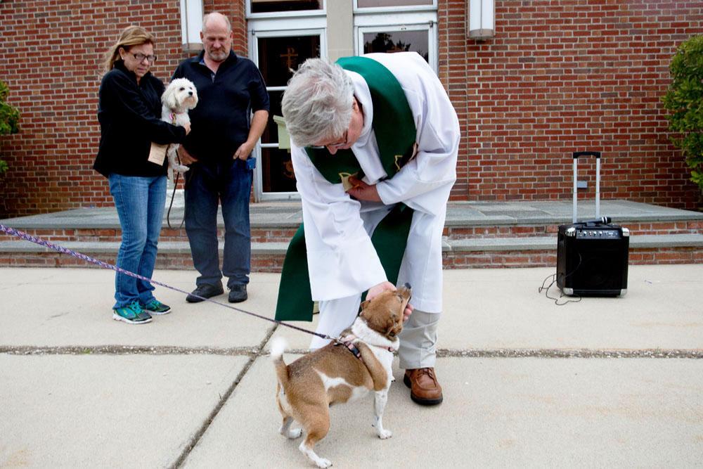 Rev. Garret Johnson greets five-year-old Emma. (Credit: Katharine Schroeder)
