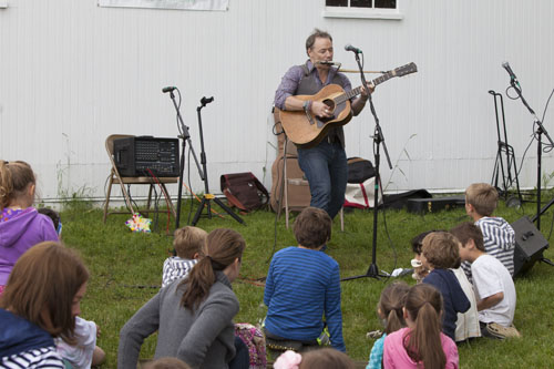 Brady Rymer entertains the kids at Saturday's fundraiser at Hallockville Museum Farm. (Credit: Katharine Schroeder photo)