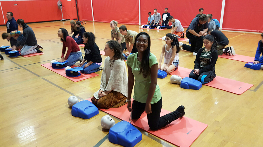 Southold students practicing hands-only CPR during gym class. (Credit: Chris Manfredi)