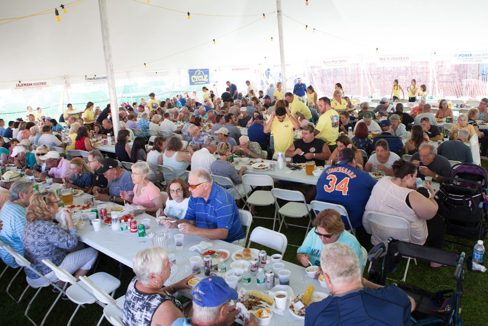 The crowd under the tent. (Credit: Katharine Schroeder)