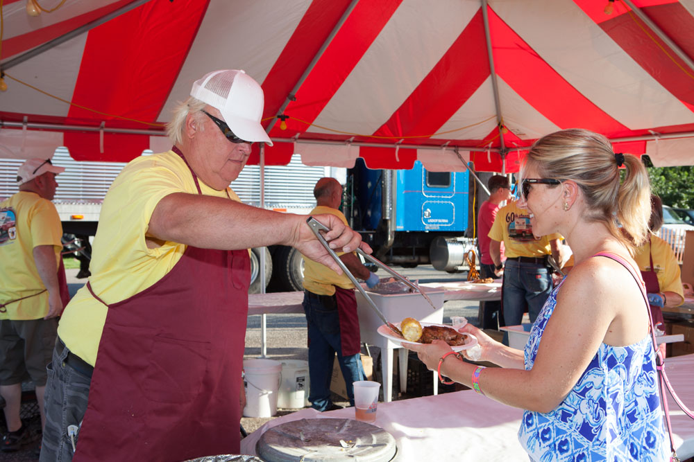 Corn master Joe Zuhoski serves Katelin Kalal of Boston, Mass. (Credit: Katharine Schroeder)