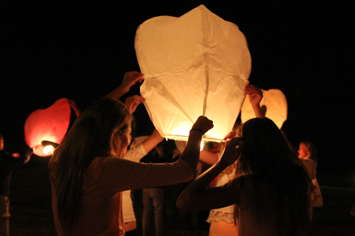 Those in attendance at Wednesday night's candlelight ceremony in memory of Kaitlyn Doorhy lit paper lanterns and set them afloat in the night sky. (Credit: Jennifer Gustavson)