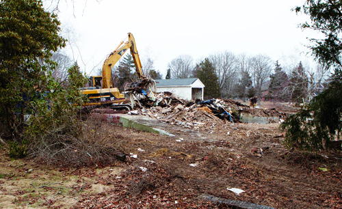 The former General Wayne Inn in Southold may soon be the site of a park. (Credit: Katharine Schroeder)