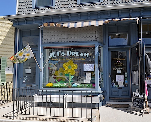 Jet Dream's is closing up shop after 18-years on Main Street in Greenport. (Cyndi Murray photo)