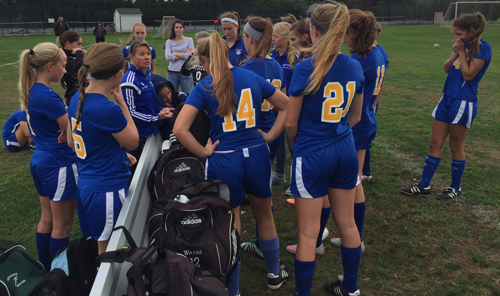 Mattituck coach Malynda Nichol gives her team final instructions before the Tuckers the field in Southampton. (Credit: Bob Liepa)