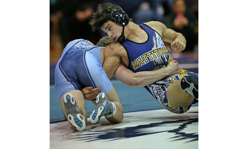 Tanner Zagarino of Mattituck/Greenport/Southold, right, was a 17-8 winner over Rocky Point's Anthony DeVito in their bout at 182 pounds. (Credit: Garret Meade)