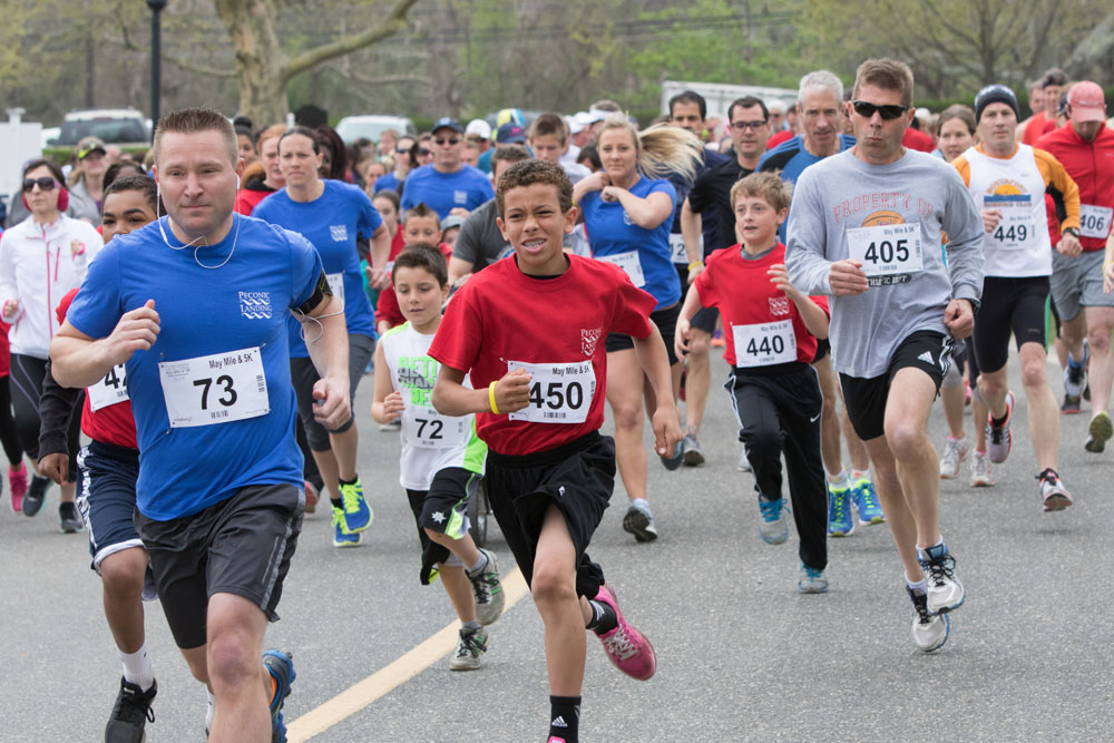 Runners take off in the 5K race Saturday morning. (Credit: Katharine Schroeder)