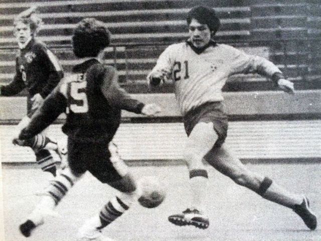 Mattituck wing Peter Sabat in the 1982 championship game. (Credit: Janet Garrell, The Suffolk Times)